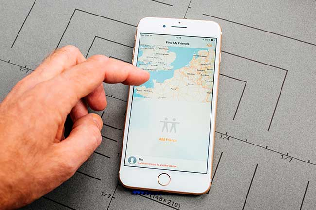 how to see someones location on iphone iphone locator app
